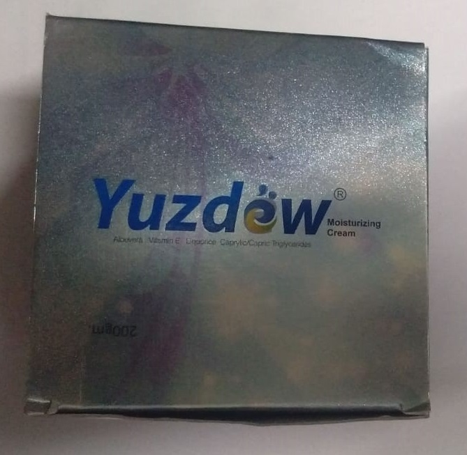 YUZDEW  MOISTURIZING CREAM 200G